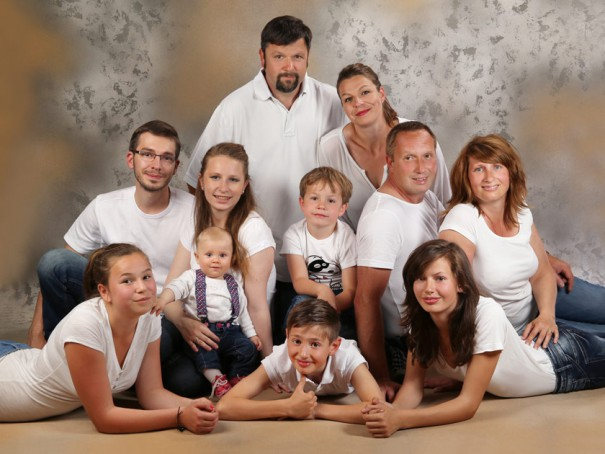 Gruppenfoto-mit-11-Personen